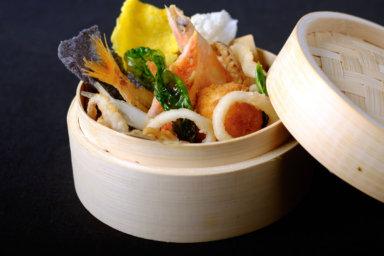 Menù matrimonio: tempura di pesce in cestello di bambù