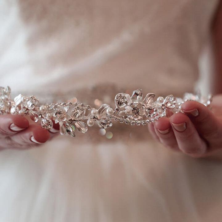 La tiara da sposa: 4 motivi per cui vale la pena indossarla